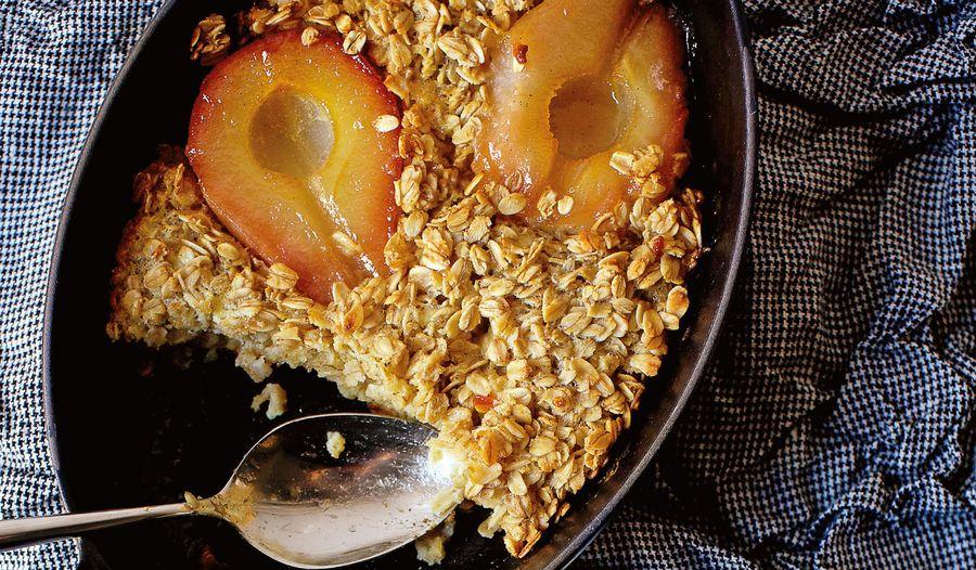 Baked Oatmeal with Caramelised Pears and Vanilla Cream | Porridge recipes