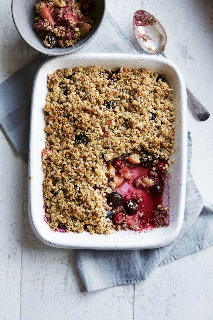 Berry and Apple Crumble | Low-calorie Dessert Recipe