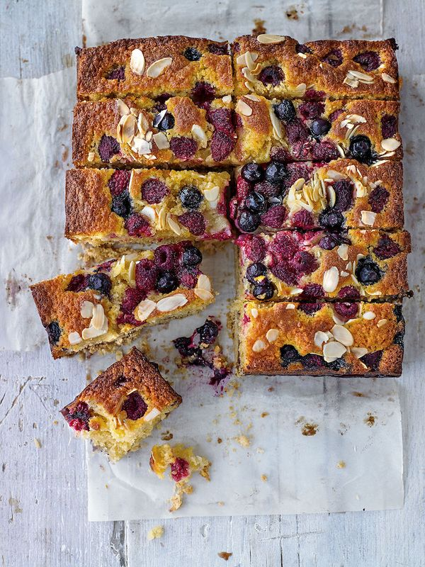 summer berry shortbread cake seasons summer recipes the big family cooking showdown